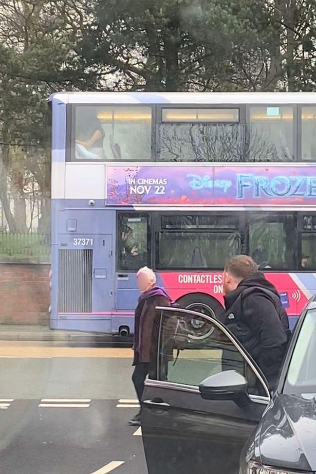 Udah nggak Tahan, Pasangan Remaja Ini Nekat Bersetubuh di dalam Bus. Videonya Viral!
