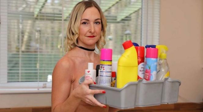 Inggris Sediakan Jasa Bersih-Bersih Rumah Pakai Wanita Bugil!