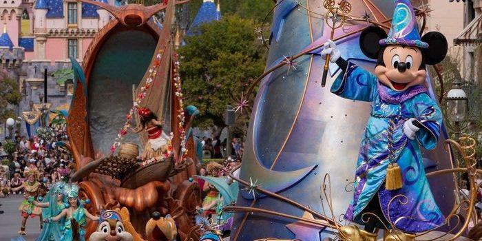 Disneyland Akan Disulap Jadi Tempat Vaksinasi Covid-19