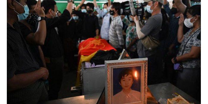 Dorr! Polisi Myanmar Bubarkan Pelayat di Upacara Pemakaman